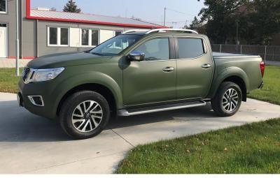 Toyota katonai zöldben
