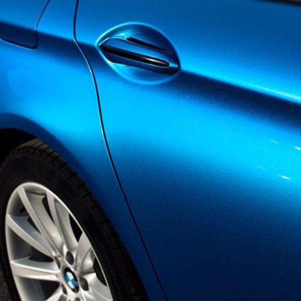 BMW F10 autófóliázása egyedi kék színnel