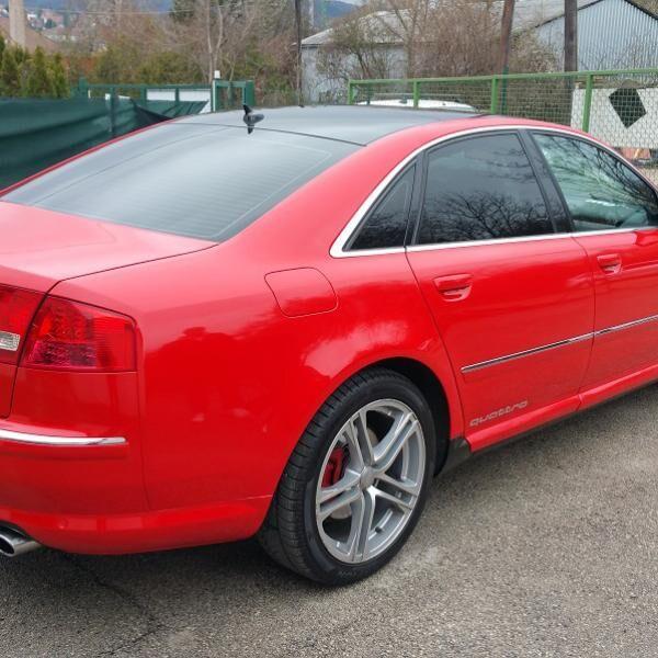 Kárminvörös Audi